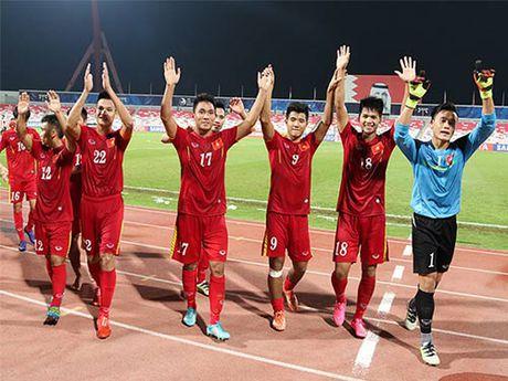 Goc nhin U19 VN: Bau Duc cam cho tien, VFF thuong bac ty - Anh 1