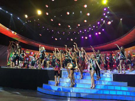 Chung ket hoa hau Trai Dat 2016: Miss Ecuador dang quang, Nam Em lot top 8 - Anh 1