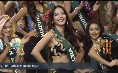 Nam Em dung chan tiec nuoi o Top 8 Miss Earth 2016 vi loi phien dich? - Anh 1