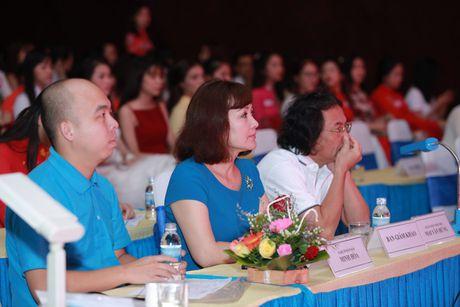 Nu sinh mien Trung - Tay Nguyen duyen dang boi ve dep moc mac - Anh 4