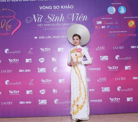 Nu sinh mien Trung - Tay Nguyen duyen dang boi ve dep moc mac - Anh 6