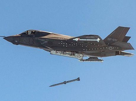 My phat trien 'sieu UAV' mang hoa luc manh nhu F-35 - Anh 1
