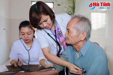 Hoi Dong huong Ha Tinh 7X tai Ha Noi trao qua cho nguoi dan vung lu - Anh 17