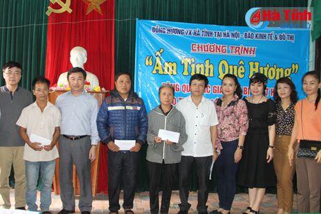 Hoi Dong huong Ha Tinh 7X tai Ha Noi trao qua cho nguoi dan vung lu - Anh 3