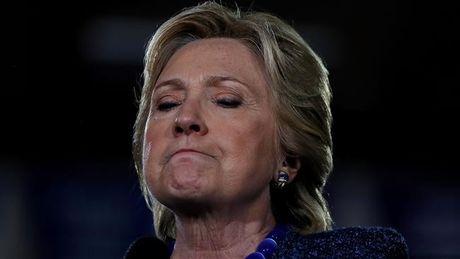 Clinton 'phan phao' viec FBI tai dieu tra email ca nhan - Anh 1