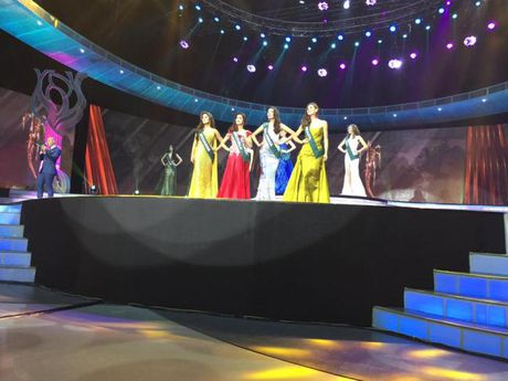 Nam Em lot top 8, vang mat Top 4 Hoa hau Trai Dat 2016 trong tiec nuoi - Anh 2