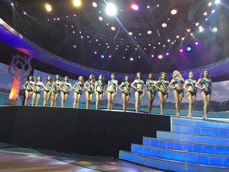 Nam Em lot top 8, vang mat Top 4 Hoa hau Trai Dat 2016 trong tiec nuoi - Anh 6