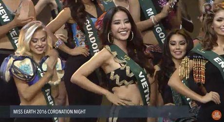 Nam Em lot top 8, vang mat Top 4 Hoa hau Trai Dat 2016 trong tiec nuoi - Anh 7