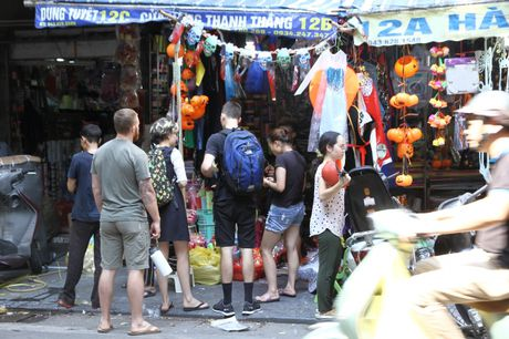 Nguoi dan hao huc mua sam trang phuc chuan bi cho le hoi Halloween 2016 - Anh 12