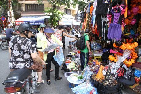 Nguoi dan hao huc mua sam trang phuc chuan bi cho le hoi Halloween 2016 - Anh 4
