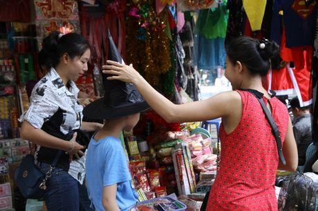 Nguoi dan hao huc mua sam trang phuc chuan bi cho le hoi Halloween 2016 - Anh 7