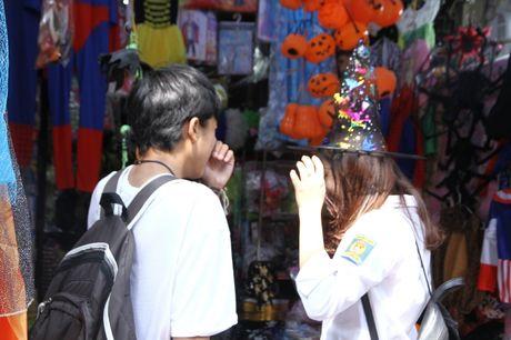 Nguoi dan hao huc mua sam trang phuc chuan bi cho le hoi Halloween 2016 - Anh 9