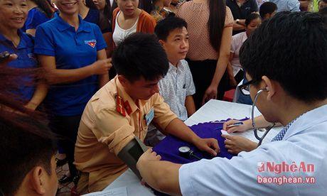 Tan Ky: Tren 1200 tinh nguyen vien tham gia hien mau - Anh 1