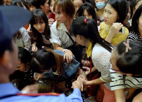 Fan chen lan den ngat xiu de xem Noo Phuoc Thinh bieu dien - Anh 4