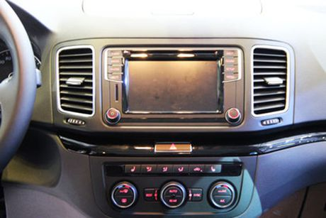 Volkswagen Sharan ve Viet Nam, doi dau Honda Odyssey - Anh 7
