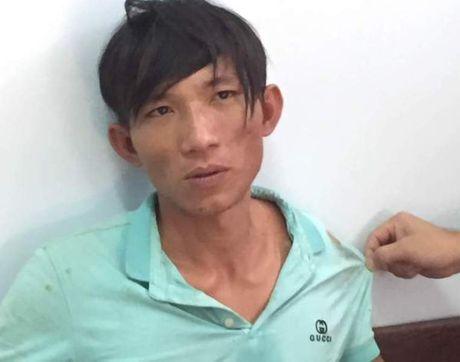 Bat khan cap doi tuong dung xeng danh chet tinh nhan - Anh 1