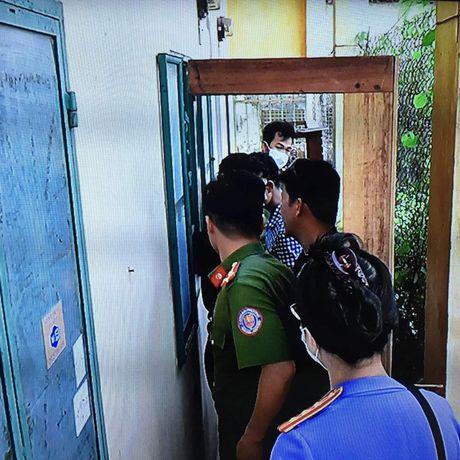 Bat khan cap doi tuong dung xeng danh chet tinh nhan - Anh 2