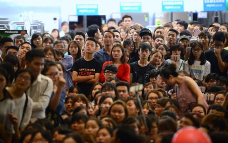 Fan chen lan den nghet tho de nhin Noo Phuoc Thinh - Anh 10