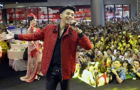 Fan chen lan den nghet tho de nhin Noo Phuoc Thinh - Anh 11