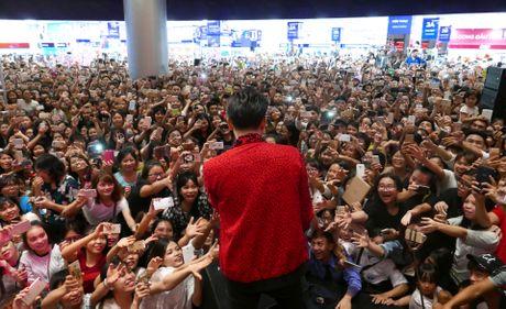 Fan chen lan den nghet tho de nhin Noo Phuoc Thinh - Anh 12