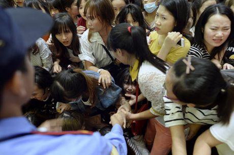 Fan chen lan den nghet tho de nhin Noo Phuoc Thinh - Anh 7