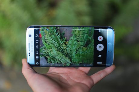 Anh Samsung Galaxy S7 edge xanh san ho sap ban tai VN - Anh 11