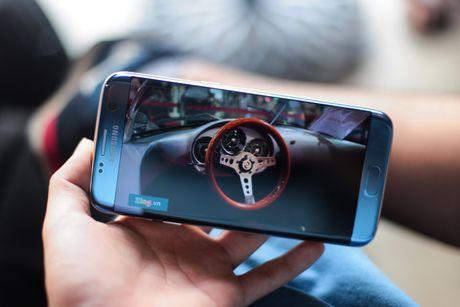 Anh Samsung Galaxy S7 edge xanh san ho sap ban tai VN - Anh 3