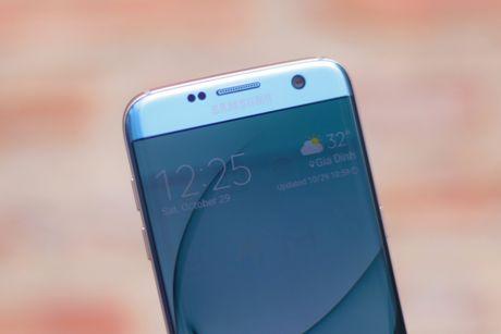 Anh Samsung Galaxy S7 edge xanh san ho sap ban tai VN - Anh 4