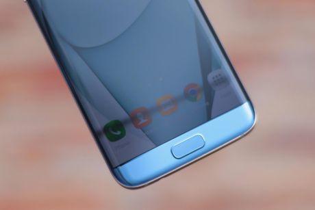 Anh Samsung Galaxy S7 edge xanh san ho sap ban tai VN - Anh 5