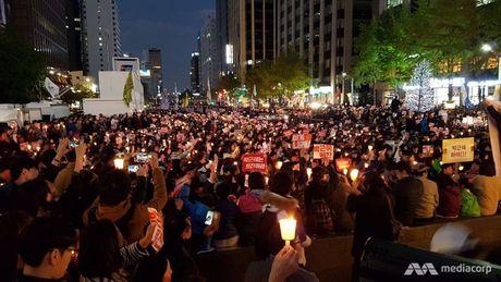 Hang nghin nguoi Han Quoc thap nen bieu tinh giua Seoul - Anh 1
