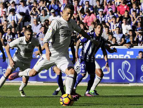 Ronaldo lap hat-trick, Real thang dam Alaves 4-1 - Anh 11