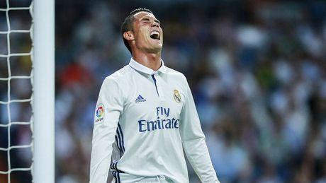 Ronaldo lap hat-trick, Real thang dam Alaves 4-1 - Anh 22