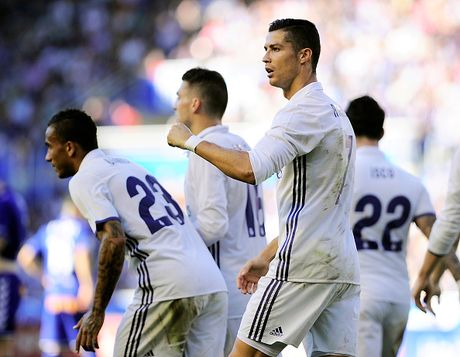 Ronaldo lap hat-trick, Real thang dam Alaves 4-1 - Anh 6