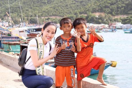 Nam Em vao top 8 Hoa hau Trai dat 2016 - Anh 12