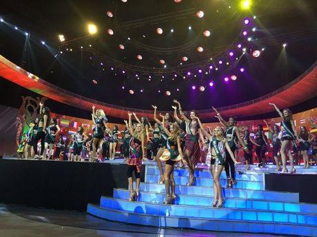 Nam Em vao top 8 Hoa hau Trai dat 2016 - Anh 4