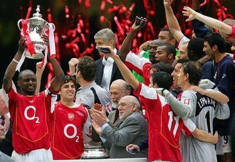 Fabregas bi to choc gian Arsenal bang anh vo dich voi Barcelona va Chelsea - Anh 2