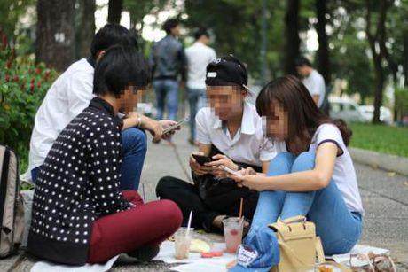Nguoi Viet tre quang facebook, cam sach doc: Tranh cai song ao? - Anh 1