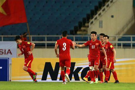 DIEM TIN SANG (30.10): Nguoi Singapore danh gia cao DT Viet Nam, M.U 'gap han' - Anh 1