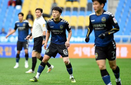 Choi xuat sac, Xuan Truong bi Incheon United giu lai - Anh 1