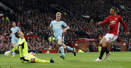 Man United 0-0 Burnley: Hang cong bao hai Mourinho - Anh 2