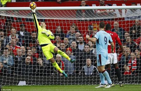 Man United 0-0 Burnley: Hang cong bao hai Mourinho - Anh 3