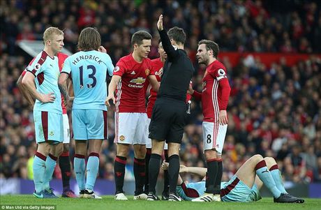 Man United 0-0 Burnley: Hang cong bao hai Mourinho - Anh 6