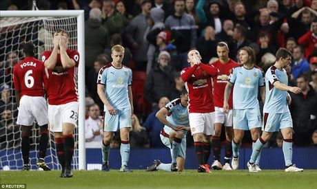 Man United 0-0 Burnley: Hang cong bao hai Mourinho - Anh 8