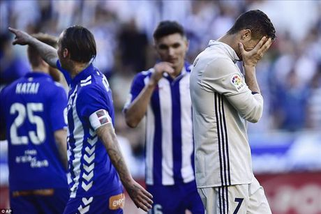 Alaves 1-4 Real Madrid: Su tro lai cua Cristiano Ronaldo - Anh 4