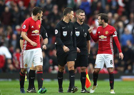 5 diem nhan sau tran Man Utd – Burnley: Tom Heaton qua xuat sac - Anh 3