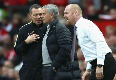 Tro ly HLV Man United: Trong tai that tuyet voi khi duoi Jose Mourinho - Anh 1