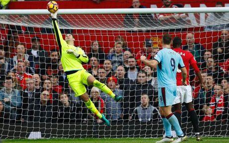 'Man Utd da bien Tom Heaton tro nen sieu dang' - Anh 1