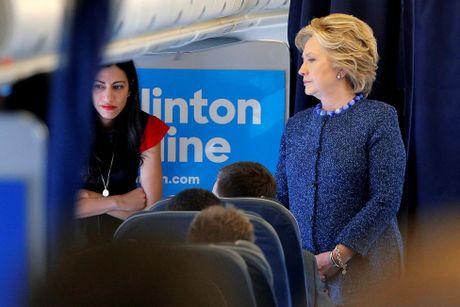 Chum anh nu tro ly xinh dep cua ba Hillary Clinton - Anh 1