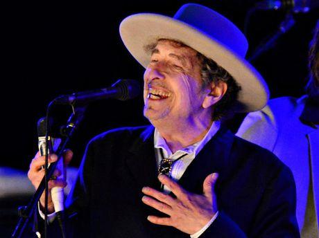 Bob Dylan dong y nhan giai Nobel Van hoc - Anh 1