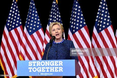 Ba Hillary Clinton chi trich quyet dinh dieu tra cua FBI - Anh 1